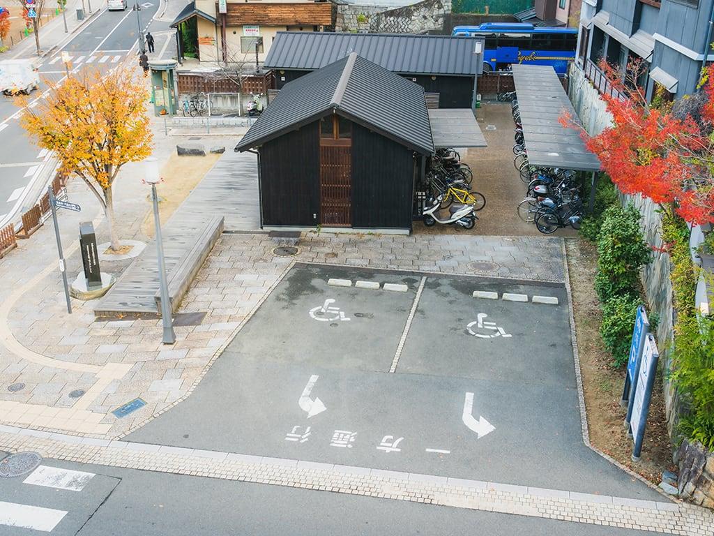 道後温泉本館東側広場身体障がい者等専用駐車場